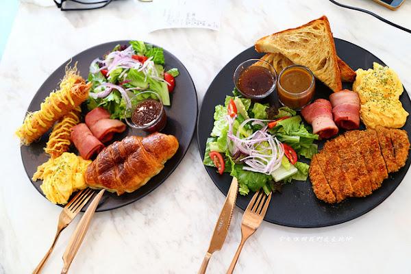 嘉義早午餐nonamelab。那個menu上的姜太公釣蝦和被淹死的豬太搞笑了