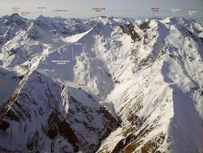 Photo: Vision aérienne sur la station de ski du cirque du Lys (Cauteret) dominée par le Moun Né et le Soum de Grum.