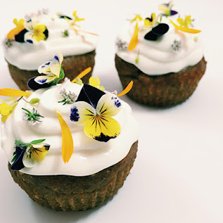 GLUTEN-FREE BREAKFAST CUPCAKES WITH HONEY YOGURT FROSTING
