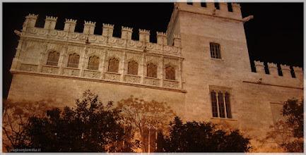 Photo: Fachada de la Lonja ( Valencia).www.viajesenfamilia.it/
