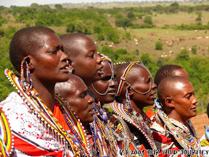 Photo: Maasajské ženy při zpěvu / Singing Maasai women