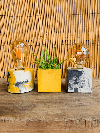 lampe en beton mabré jaune et anthracite