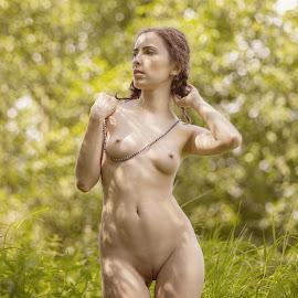 I like summer by Dmitry Laudin - Nudes & Boudoir Artistic Nude ( summer. sun, nude, nature, grass. girl, glare )