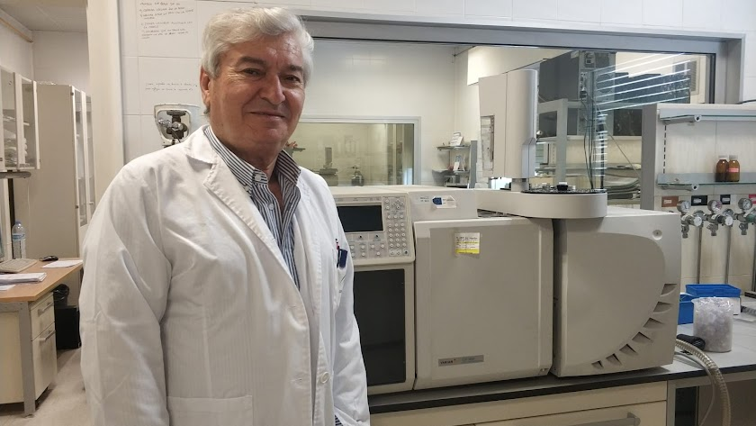 Tesifón Parrón Carreño es Doctor en Medicina y Cirugía por la Universidad de Granada con calificación Cum Laude.
