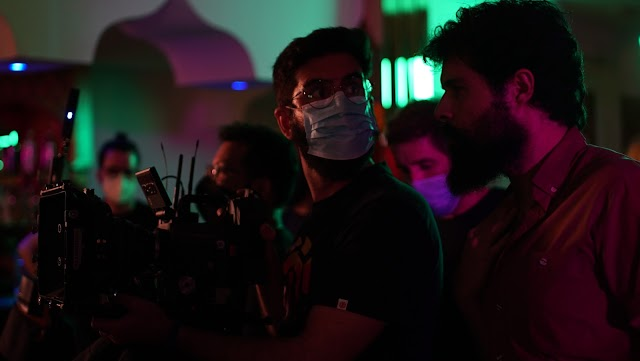 Pepe de la Rosa, con mascarilla, director de fotografía del corto. / Foto: Romina Brunengo