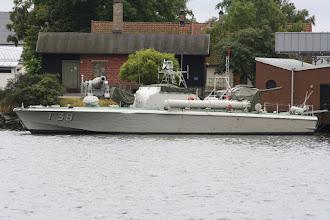 Photo: På 1950-talet tillhörde T 38 den svenska kustflottan som en av ett 40-tal torpedbåtar. Uppdraget var att utföra torpedanfall mot fienden, men också att lägga ut minor. Torpedbåtarna låg skyddade i den yttre skärgården för att snabbt kunna slå till mot fiendens krigsfartyg. Med tre italienska W18-motorer på sammanlagt 4 500 hk gjorde T 38 runt 50 knop. Förutom torpeder var hon också utrustad med luftvärnskanon och kulsprutor.
