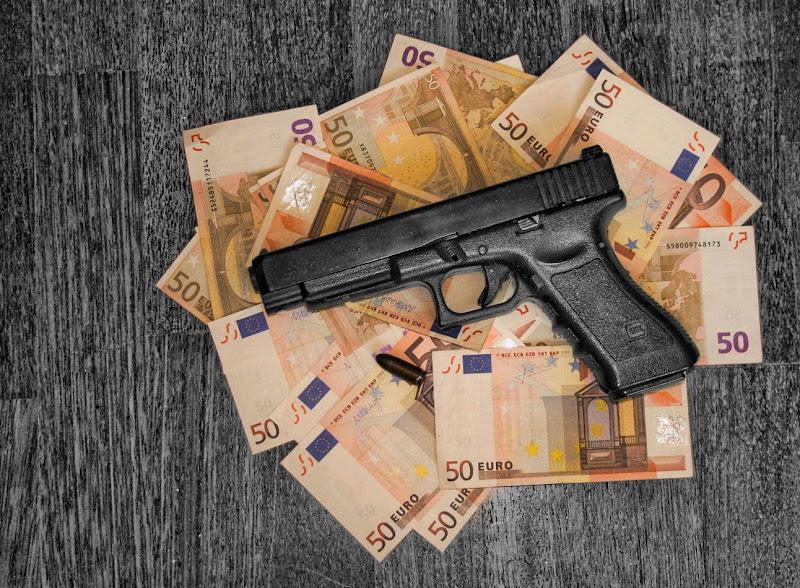 Crimine e soldi di Gianluca Presto