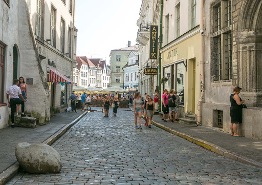tallinn-cobblestone-street.jpg - A cobblestone street in Old Tallinn after a rainstorm.