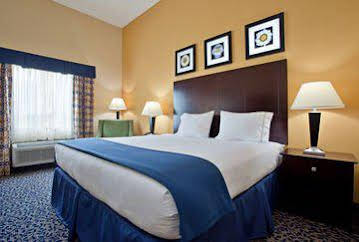 Holiday Inn Express and Suites Akron Regional Airport Area
