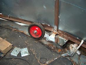 Photo: Koko torni pyörii (tai sitten ei)  8 rattaan varassa. Lattian vesivuotojen korjaus sekä pyörimismekanismin parantelu olisi seuraava suurempi remonttikohde. Myrskytuulella kupoli on syytä lukita kettingeillä lattiaan.