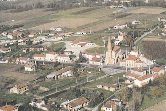 Photo: Orgueil (82) - vue du centre du village prise par avion en 1992