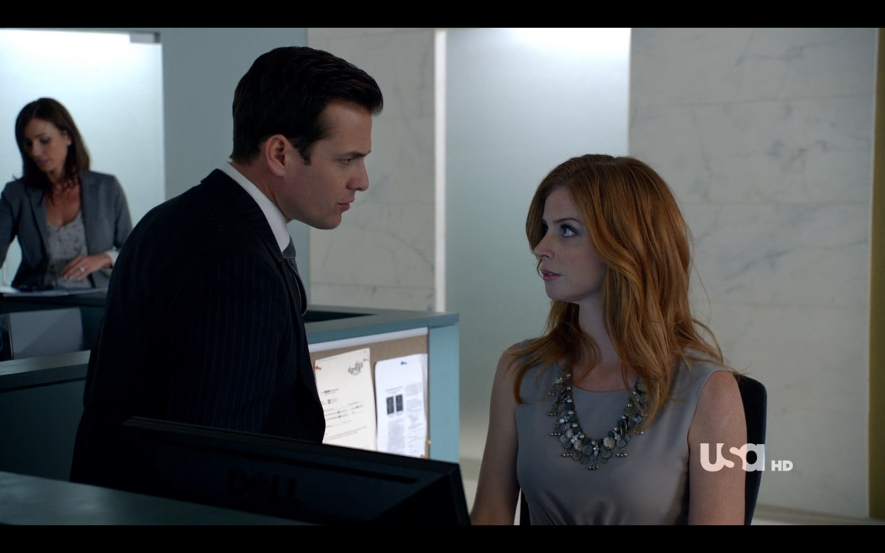 http://vignette4.wikia.nocookie.net/suits/images/e/e1/S01E08P52_Harvey_Donna.png/revision/latest?cb=20120802192218