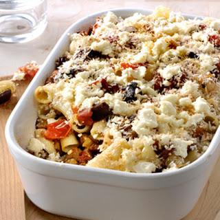 Macaroni Uit De Oven Met Tapenade, Gehakt, Aubergine, Tomaten En Feta