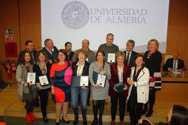 Profesores galardonados por sus 25 años de servicio a la UAL.