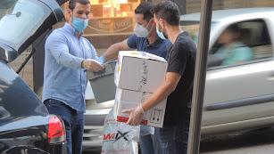 El doctor Pineda trajo en su coche todo el material.