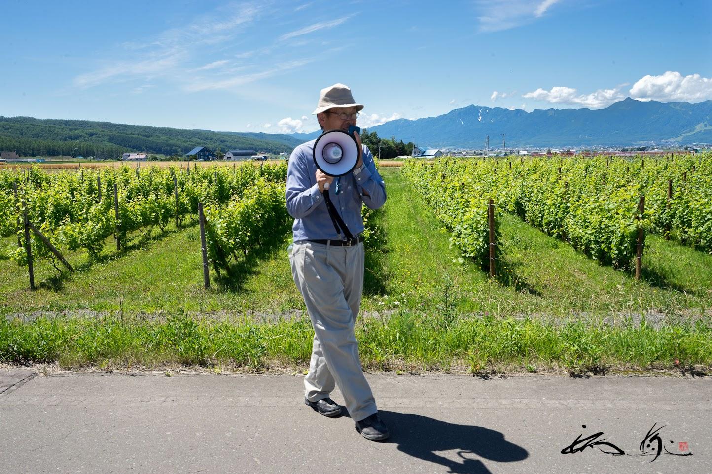 農園主である 多田 耕太郎さんのよるぶどう農園見学