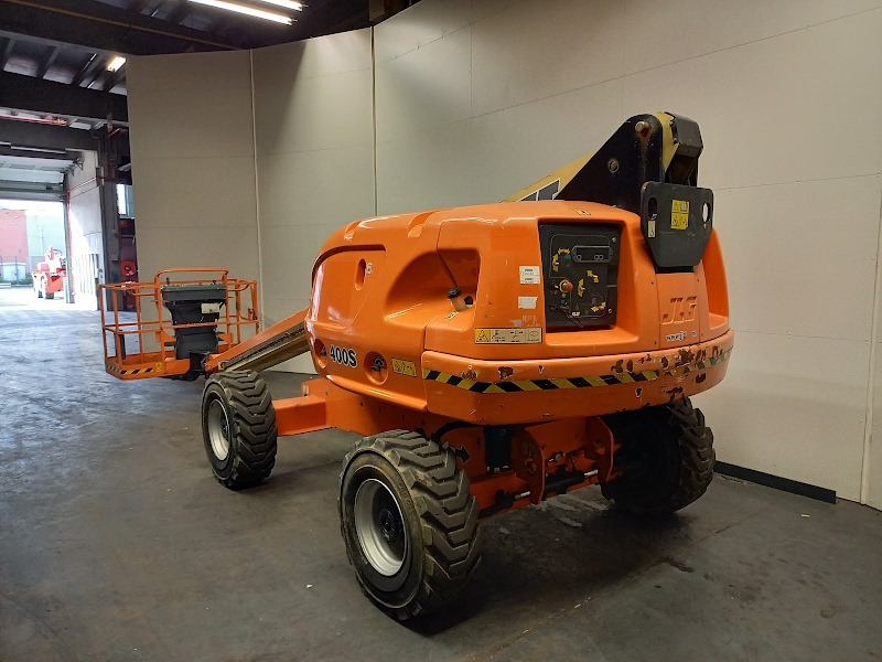 Picture of a JLG 400S