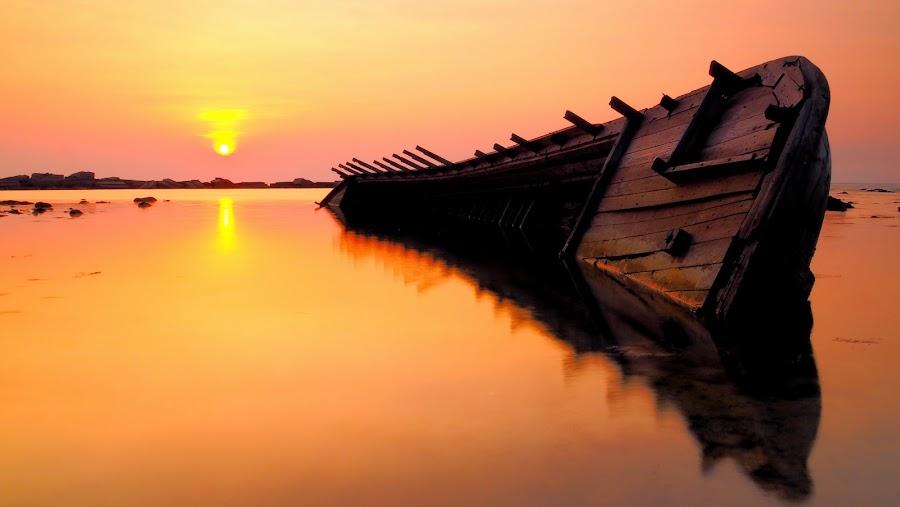 by Hilman Hendrayana - Landscapes Sunsets & Sunrises ( #landscape, #olympuomd, #ship, #beach, #sunset )