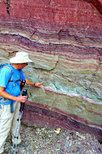 Photo: Our instructor (Jeff Kuhn of the Glacier Institute) explains some geology