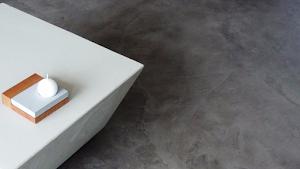 cuisine-design-en-beton-cire-avec-sol-et-plan-de-travail-en-beton-cire-decoratif