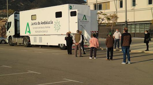 Almería suma 58 positivos, la cifra más baja de Andalucía, y un fallecido más
