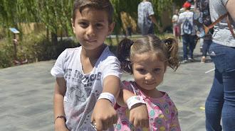 Antonio y Lidia Cortés decoraron sus pulseras de Asperger Almería.