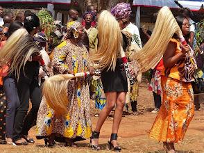 Photo: Warum nicht auch in Minirock und High Heels? Tradition und Moderne vertragen sich gut.