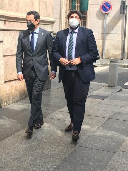 Juanma Moreno y Fernando López Miras en el Paseo de Almería.