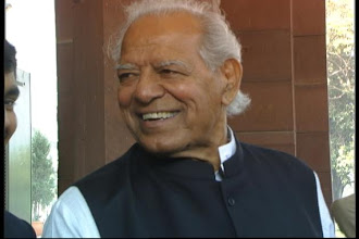Photo: Dara Singh taken back home, recovery unlikely http://t.in.com/1p2N