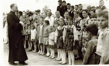 Photo: Ks.Czesław Jurczyk z parafianami.