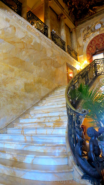 At the entrance of the house, you will be greeted with this beautiful flight of marble stairs... simply stunning