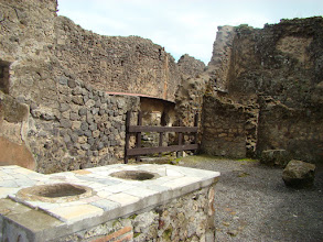Photo: Pompeje sklep lub garkuchnia
