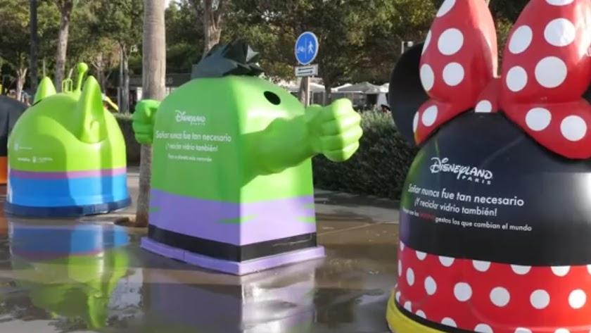 Recicla vidrio con Disney, iglús ubicados en el Parque de los Periodistas de Almería.