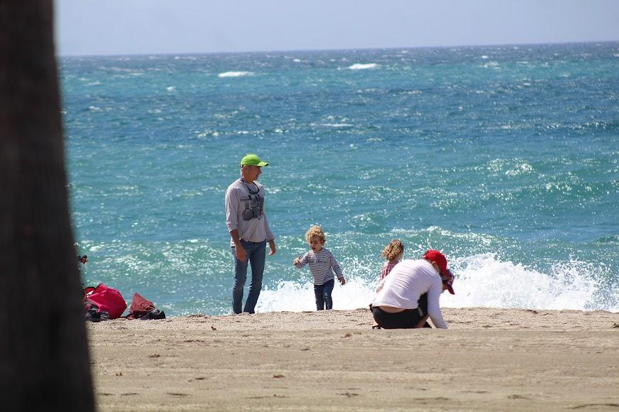 Jugando en la playa de San Miguel.