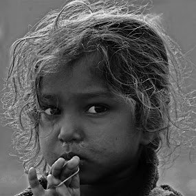 by Dola Das - People Street & Candids