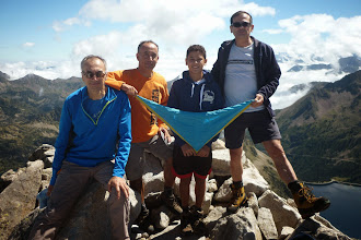 Photo: El Pau Serra (R/G) i família al cim del Néouveille (3.090m), Pirineu Francès.