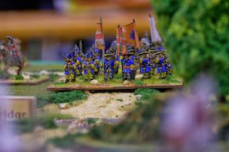 Photo: La Gardes te Voet in marcia verso il guado di Oldbridge (miniature Lurkio, materiale scenico autocostruito)