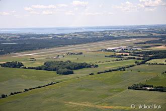 Photo: Right downwind til bane 28R på Aarhus Lufthavn.