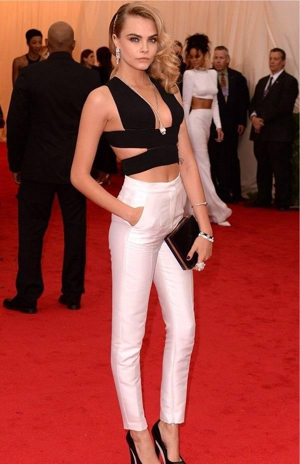 white-jeans-cara-delevingne-croptop_image