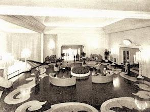 Photo: Entrada do cassino e do teatro do Palácio Quitandinha. Foto de 1944