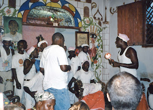 Photo: Cérémonie d'alimentation des tambours batas : groupe d'omo Añá