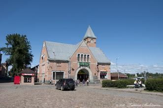 Photo: Рыночная площадь. Здание Выборгского рынка  построено в 1906 году по проекту архитектора Карла Хорда аф Сегерштада