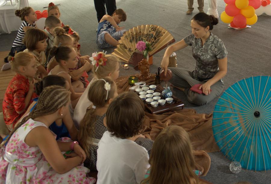 Photo: Выездная чайная церемония для детей в Киеве, май 2013.  Заказ по тел. +38044 451 4283, киевский Чайный Клуб.  Подробности на сайте: http://www.cha.com.ua/uznai-bolshe/o-klube/karta-uslug/visiting-tea-ceremony