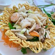 E7. Stir Fried Mixed Seafood in Bird Nest 雀巢海中寶