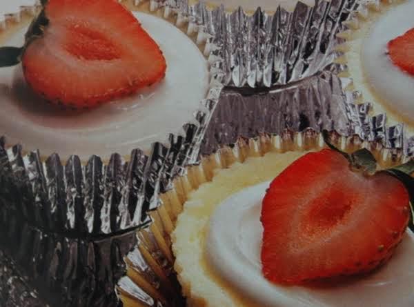 Strawberries N' Cream Cheesecake Tarts