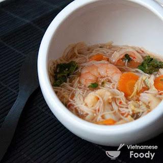 Description Vietnamese Napa Cabbage and Shrimp Soup (Canh Cai Kim Chi Nau Tom)