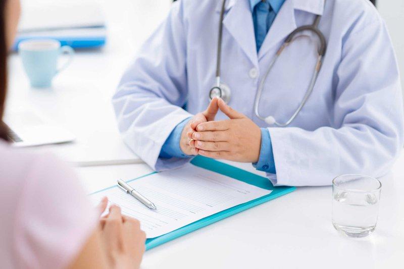 Thăm khám và dùng thuốc theo đúng phác đồ điều trị