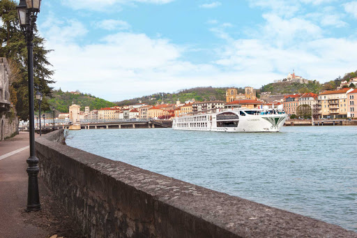 SS-Catherine-exterior.jpg - Uniworld's S.S. Catherine features luxury itineraries through Burgundy and Provence, France.