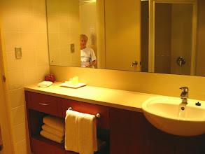 Photo: 007-Hôtel Vibe à Sydney, la salle de bains est très agréable