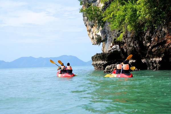 Paddle on a sit-on top kayak around Hong Island